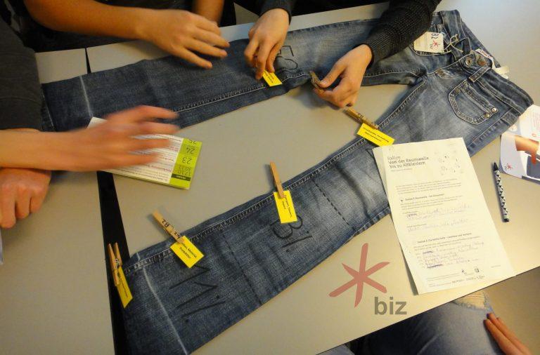 Jeans und Hände